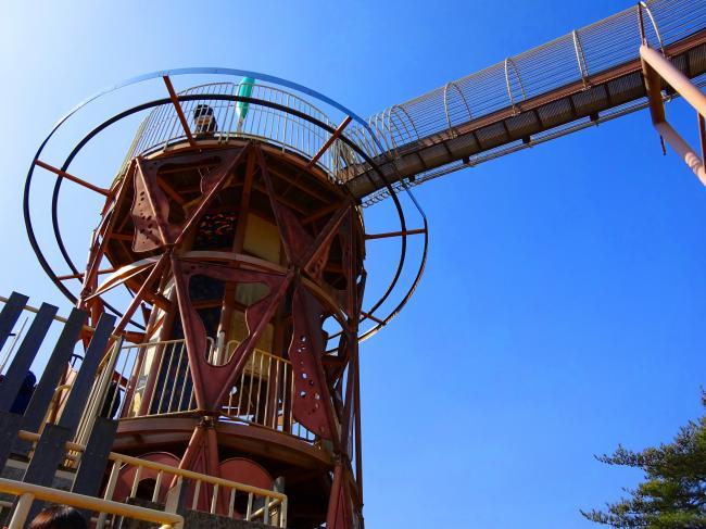 笠間芸術の森公園 ロングすべり台を見上げた写真