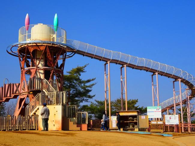 笠間芸術の森公園あそびの杜| 巨大ローラーすべり台に大興奮 - いばらじお♪