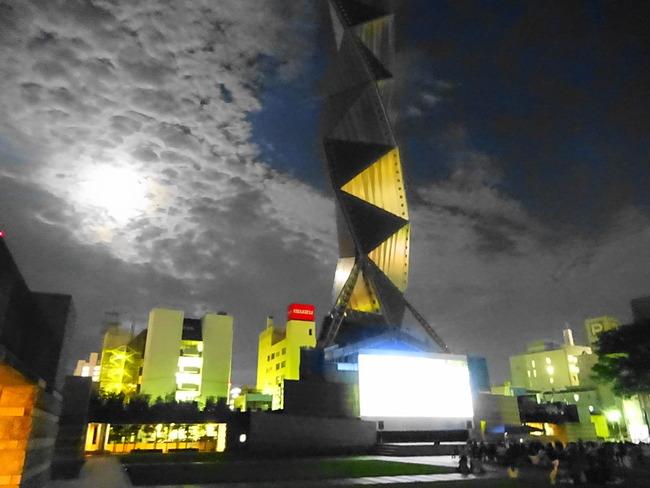 【水戸芸術館】毎年恒例の野外上映 を観てきたよ! #地域ブログ #茨城 #いばらじお - いばらじお♪