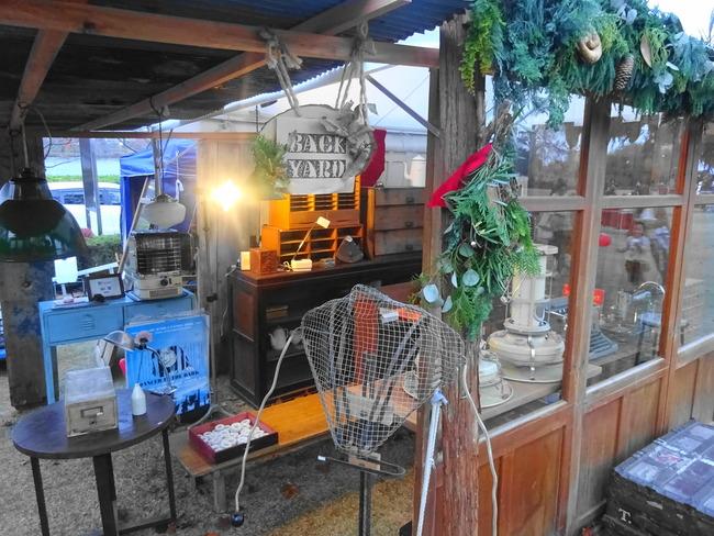 マルシェドノエル水戸 茨城町のアンティーク雑貨店バックヤードの出店