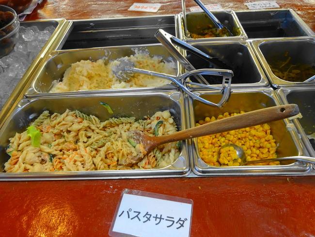 サラダバーの惣菜