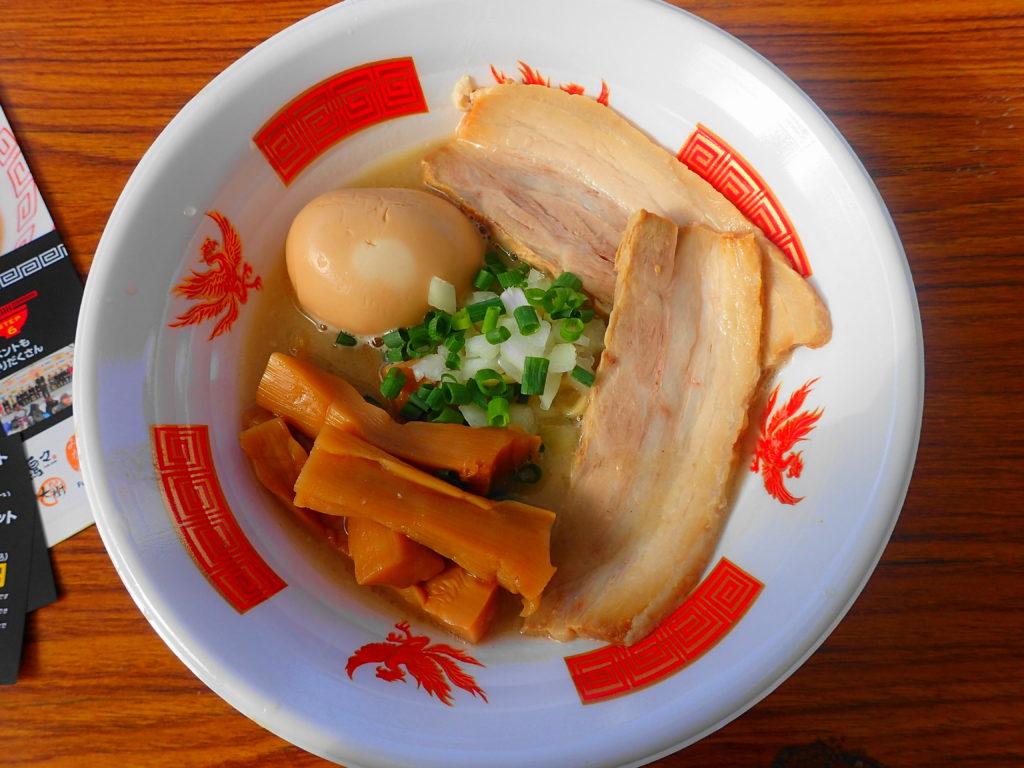 購入した「麺堂 稲葉」のラーメン
