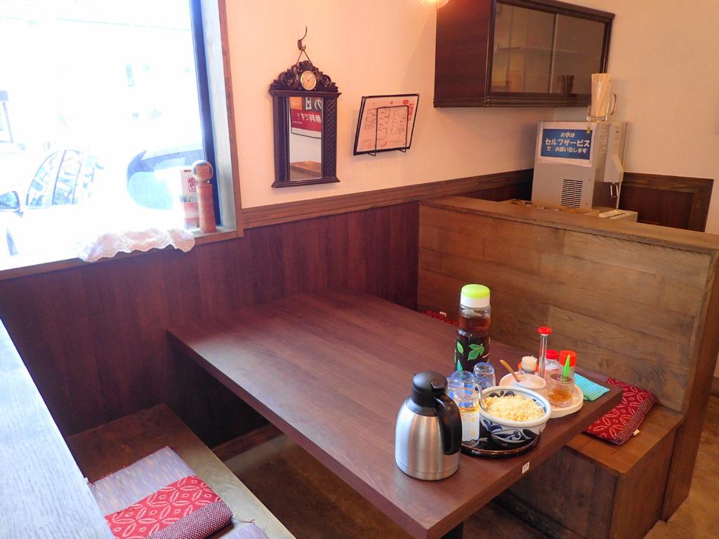 店内テーブル席