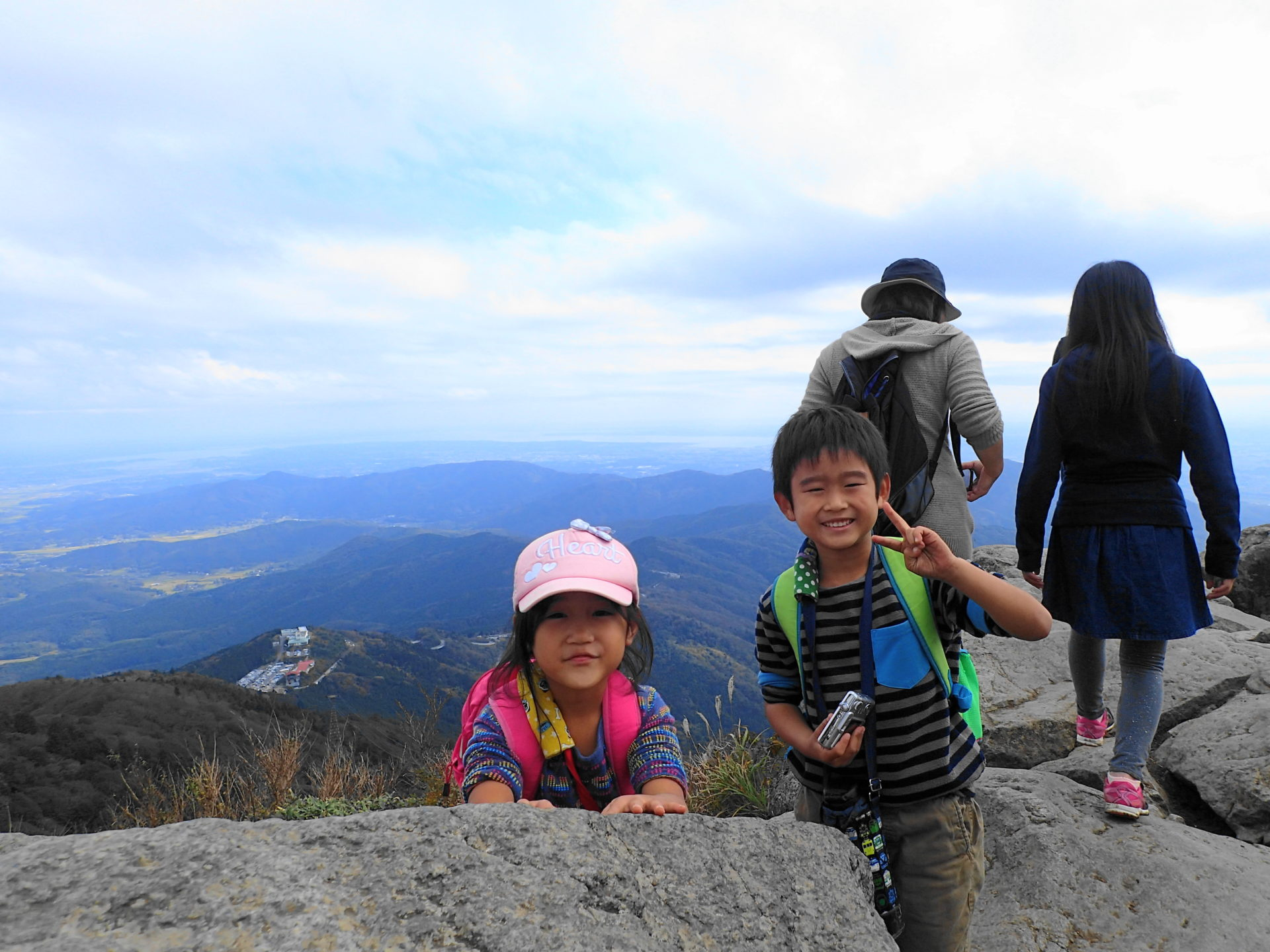 筑波山登頂に成功した子供たち