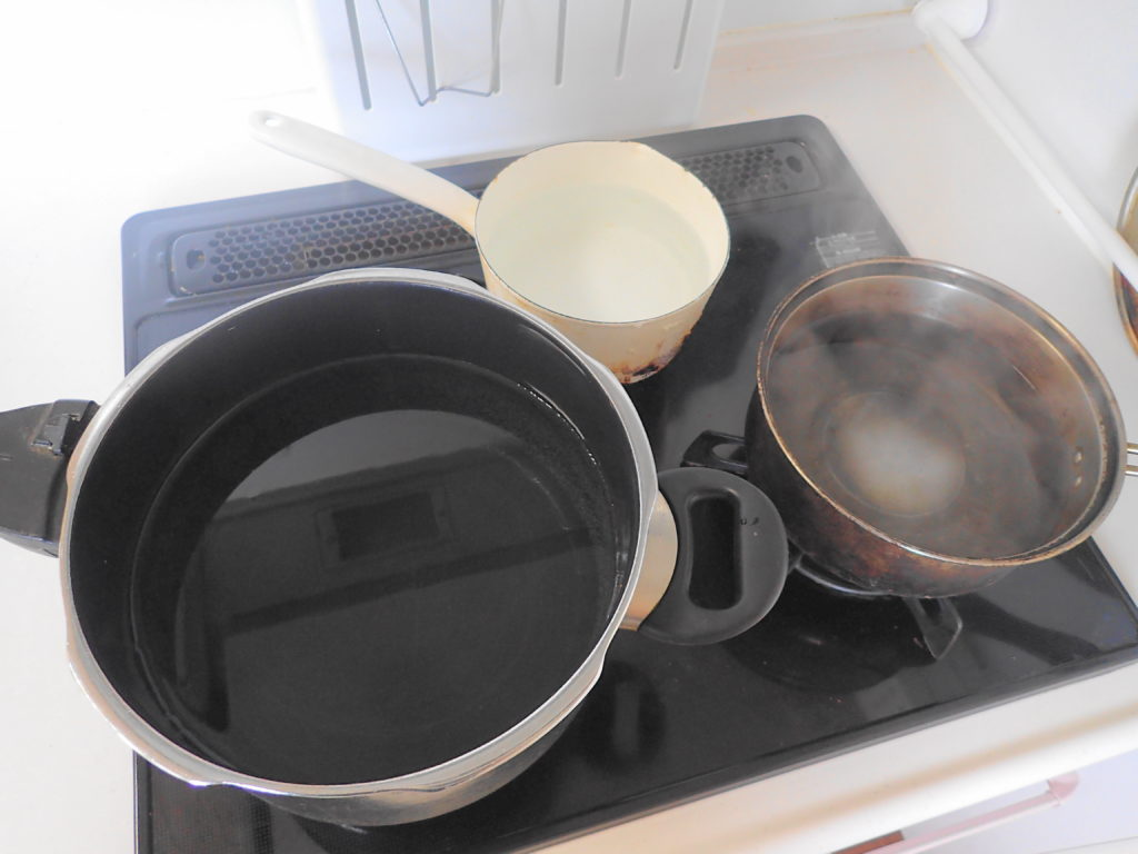 鍋にお湯を沸かす。