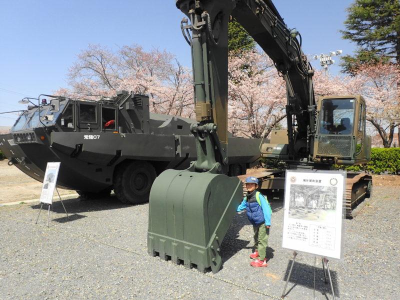陸上自衛隊勝田駐屯地 桜 お花見 車両展示