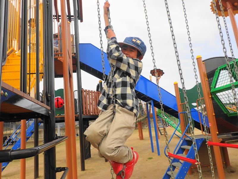 笠間市総合公園 遊具で遊ぶ子4
