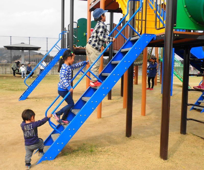 笠間市総合公園 遊具で遊ぶ子2