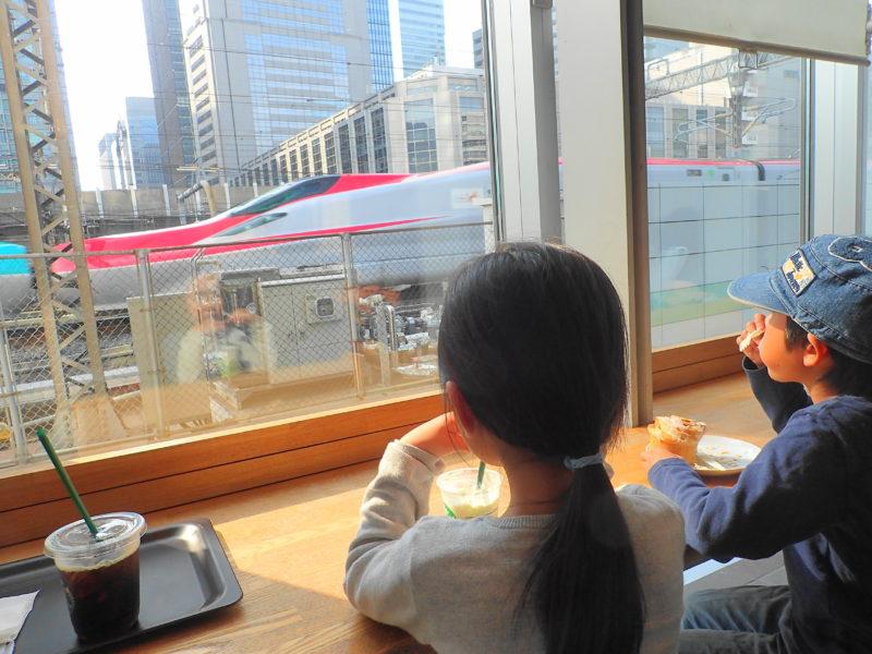 新幹線が見えるカフェ |東京駅スタバinサピアタワー - いばらじお♪