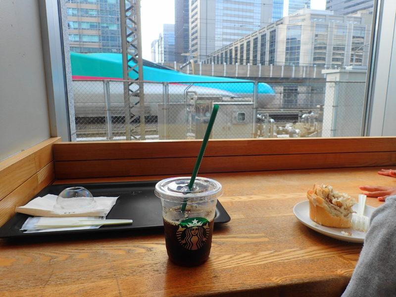 新幹線が見えるカフェ の店内2