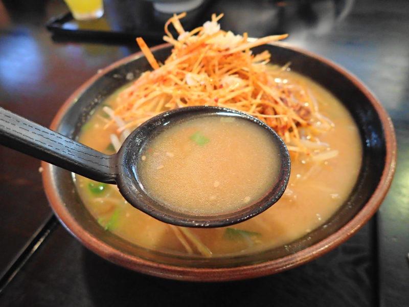 めん王 鹿島 の「ねぎからみそ」のスープ