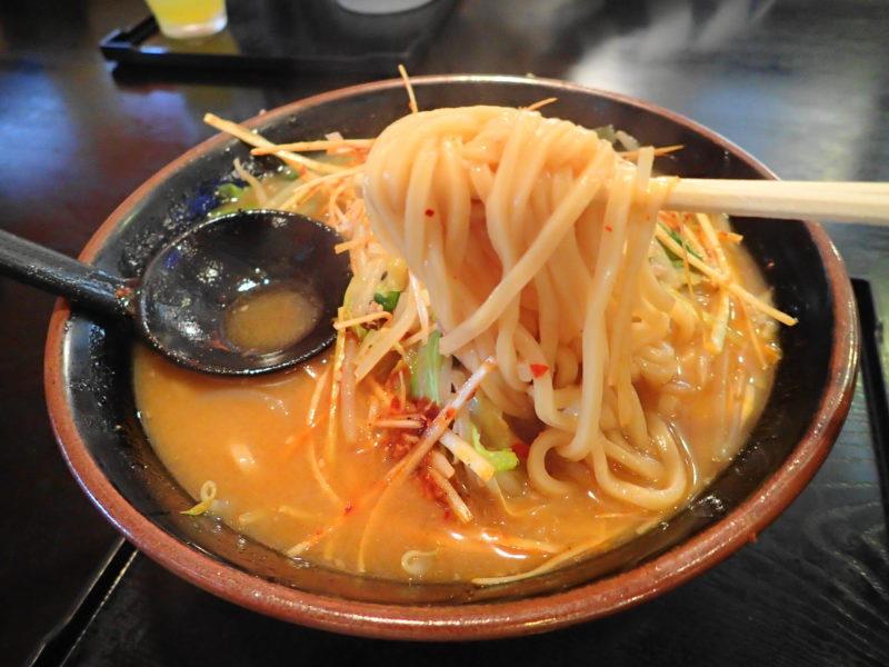 めん王 鹿島 の「ねぎからみそ」の麺