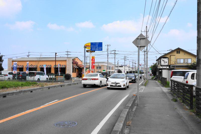 畑のごちそう 店舗前の道路