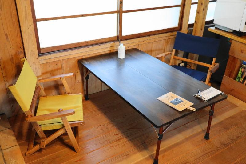 ルミナスカフェのテーブル席