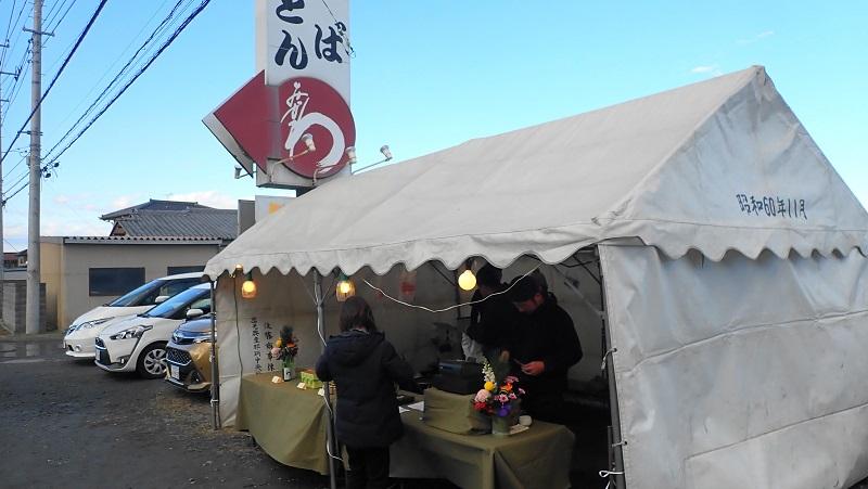 水戸 年越しそば 蕎麦処みかわ持ち帰り用の蕎麦を販売しているテント