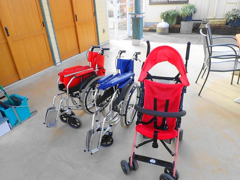 つくばわんわんランド 貸出し用の車椅子とベビーカー