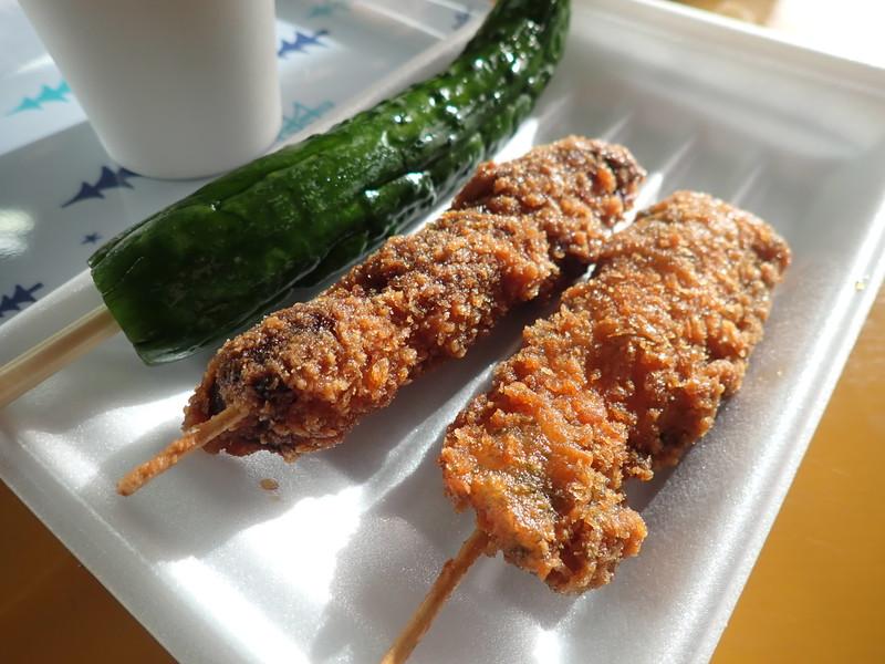 ウスヤ肉店 大洗 追加注文した串カツと冷しきゅうり漬け