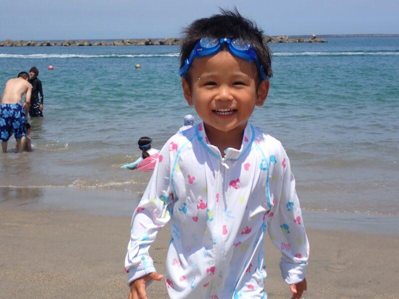 阿字ヶ浦 海水浴で遊ぶ子